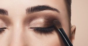 Eye Makeup: Apply Eyes shadow On Your Lids