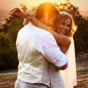 Stephen Dunlevy recently wished a happy marriage anniversary to Ellen Hollman
