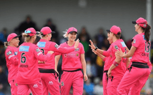 Ellyse Perry with her team