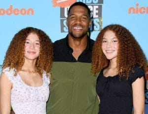 Michael Strahan with his twin daughters