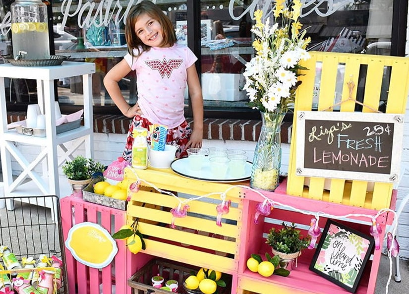 Girl sells lemonade to pay for her brain surgery